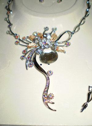 Necklace3b.jpg